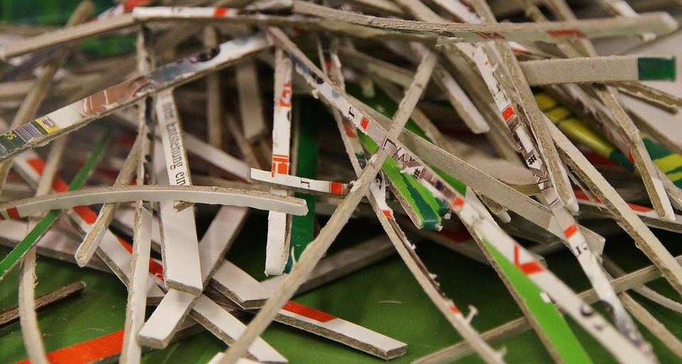 How to creatively use shredded paper